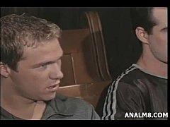 Safados gays punhetando gostoso no cinema