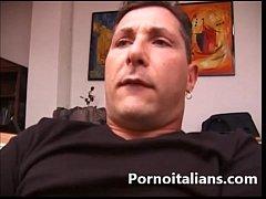 Amatoriale  italiano vero ! Mora tettona fa sesso con pornodivo Mamma Mom