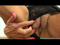 British granny Georgie Nylons dildos her arse a...