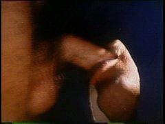 Marmanjo pega a rola que aparece no buraco