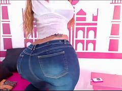 Big Booty Twerking in Jeans