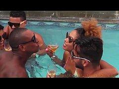 Festinha prive na piscina