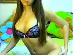 Pretty webcam girl Squirell playing without her...