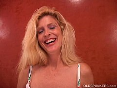 Busty old blonde spunker fucks her wet pussy fo...