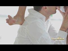Heiße Brünette wird gefickt und bekommt grosse Ladung Sperma auf die Füße