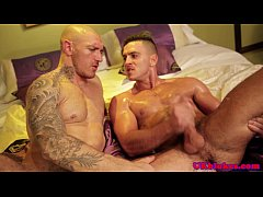 Muscled british queer drilled in his bum