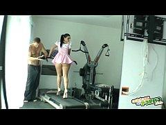 Haciendo gimnasia - Nacho Vidal fuck's brunette at gym