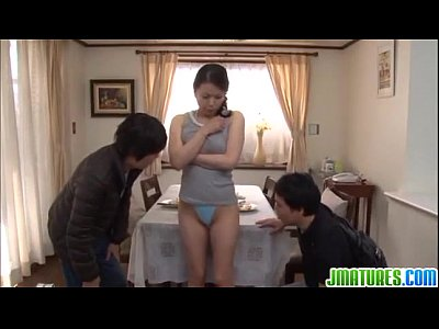 美人巨乳妻佐藤美紀が息子と息子の友人とまさかの近親相姦3Pセックス…
