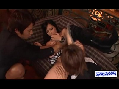 【月野帯人。小田切ジュン】スーツ姿のイケメン二人にマンコ舐めさせて3Pセクロスする美人キャバ嬢