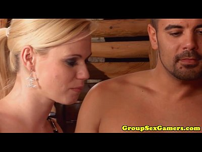 Babe Ballsucking Blowbang video: groupsexten(6)