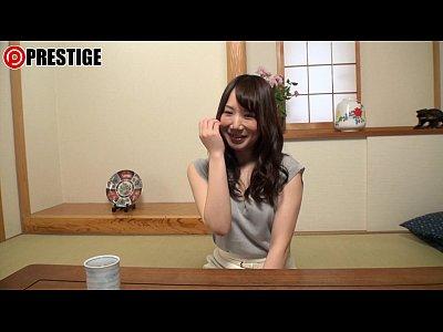 柳美和子Eカップのスリム系美人妻がAVデビューでチンポを頬張ってますwww
