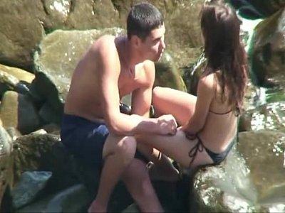 Flagra amador de novinha metendo na cachoeira