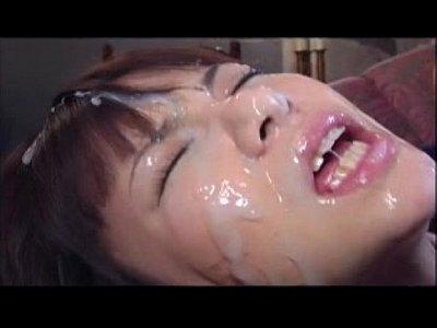 処女穴に挿入される巨根ディルド!! 美乳美少女JKがド変態童貞集団に輪姦されて大量顔射!!