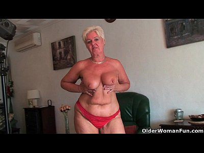 Chubby Chunky English video: British and full figured grandma Sandie gives old pussy a workout