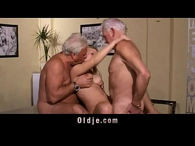 Group Threesome Mmf video: Hot old young threesome fuck
