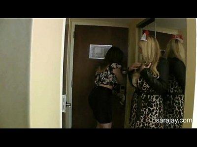 Imagen video De regalo de cumpleaños le contrata a una puta culona vestida de enfermera a su eaposo
