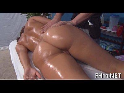 Massagem pra novinha rabuda termina em vídeo de sexo