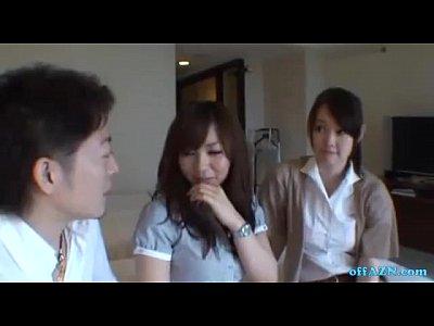 【熟女】上品な普通女子大生がAV男優のチンコをWフェラして舐めめくるハーレム動画