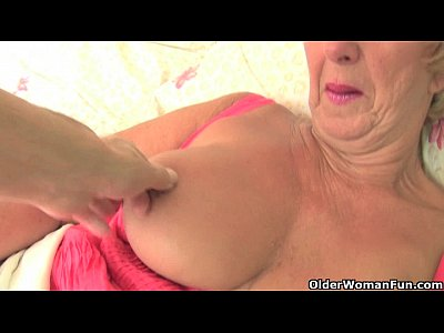 Cougar English Gilf video: British grandma Samantha lubes up her old pussy and gets finger fucked