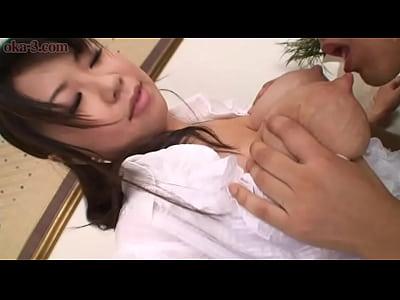 爆乳人妻との母乳ピュウピュウなプレイが卑猥すぎてインパクト大