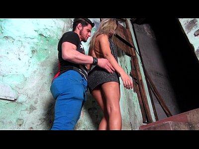 Blonde Blowjob porno: Putinha gostosa da favela