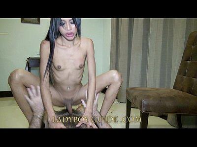 se monta muy rico esta jovencita transexual asiatica