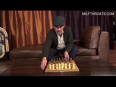 Papá deja el ajedrez y juega conmigo