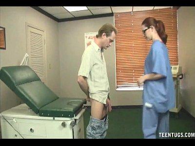 rossa infermiera masturbandosi il trattamento