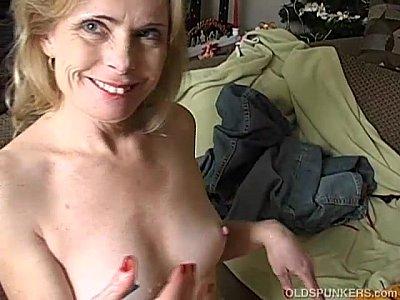Madura de 40 anos fazendo sexo com o marido