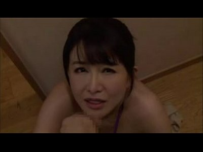 浅井舞香 リビングにいる夫にバレない様にローター責めされながら不倫相手の肉棒をフェラチオする美熟女…