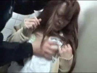 【素人JKレイプ盗撮動画】駅トイレでオシッコ中の女子校生を強姦恐怖で声すら出ない女子高生を隠しカメラ撮りの映像
