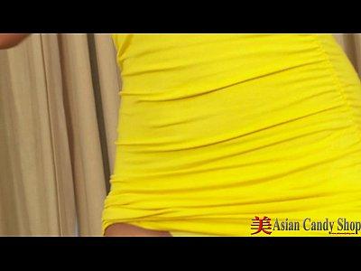 (無修正) スレンダー美脚の茶髪アジア系お姉さんがまったり乳首オナニー&まんずりの無料エロ動画