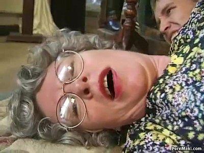 ไอ้เขยหื่นฟันหีแม่ยายกลางวันแสกๆเย็ดสดกระเด้ารัวๆโครตมันควย- 6 min