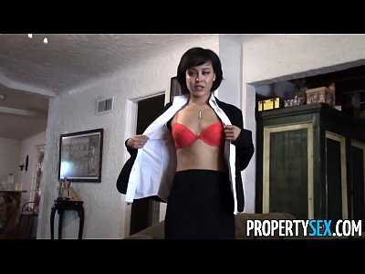 Propertysex petite agent fucks coworker to get listing