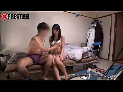 ナンパして家に連れ込んだ手も脚も長いスレンダーな黒髪女とのSEXを盗撮!