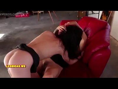 procace bionda succhia il suo fidanzato cazzo duro