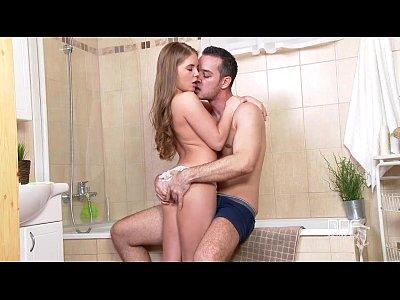 Секс русской в ванной