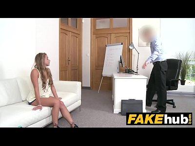 falso agente bionda con la figa pelosa sbattuto sul casting couch