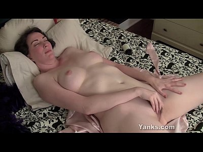 Amateur Masturbation Squirting video: Horny Inara Masturbating Her Snatch