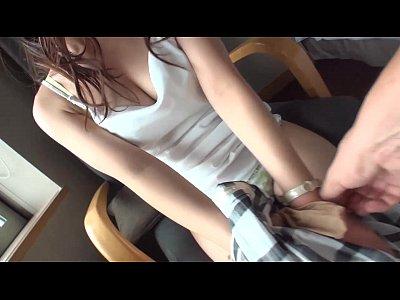 【JK パイパンロリ動画】パイパンで大きいお尻がエロい色白の美少女が対面座位で愛液を白濁させながら過激ピストンをされて喘ぎイク