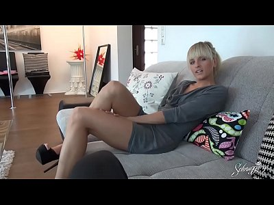 Teen Blonde Blowjob video: Dirty Secret!! Junges Business Girl erwischt!! schnuggie91
