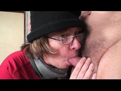 Порно молодой девушки со зрелыми