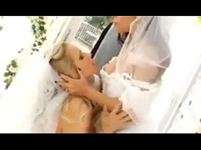 Threesome Julia Ann video: mobi