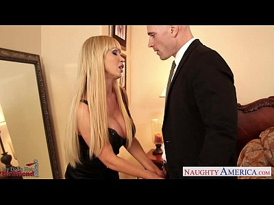 Bigtits Blonde Blowjob video: MILF girlfriend with big tits Nikki Benz fucking