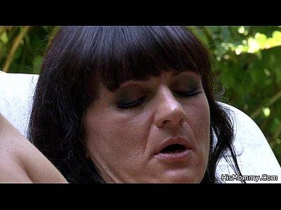 Teen Milf Lesbian video: Lesbian mom girl outdoor orgy
