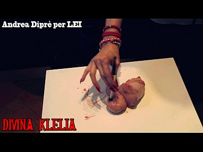 Femdom Hard video: Mistress Divina Klelia destroys and cooks a couple of balls for Andrea Diprè