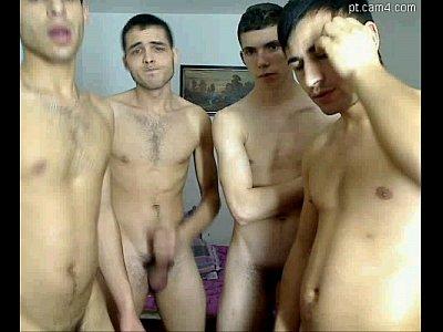 Amigos punhetando gostoso na suruba gay