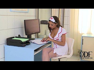 Enfermeira gostosa dando para doutor do pau grande