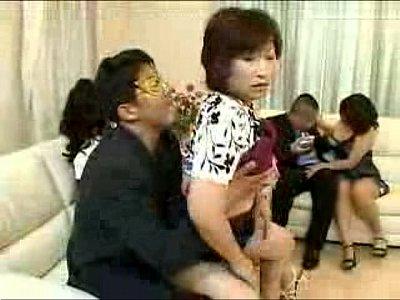 仮面乱交パーティに参加した熟女が性欲を爆発させる