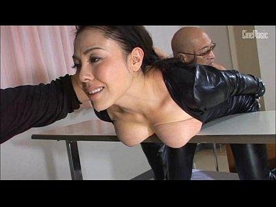 鼻フックなど拷問される美人捜査官